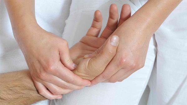 Массаж кисти рук